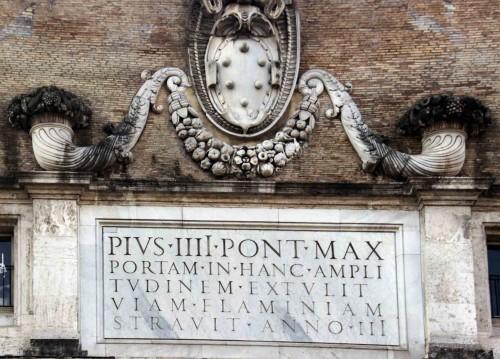 Porta del Popolo, widok od strony północnej, herb rodu Medici (papieża Piusa IV)