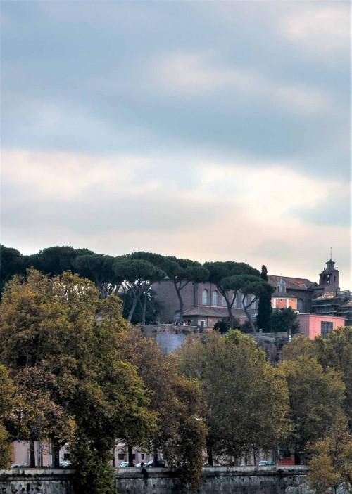 Santa Sabina, absyda kościoła  widziana z mostu na Tybrze