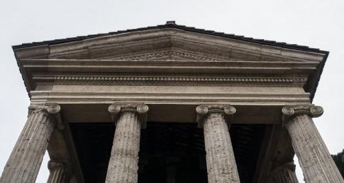 Świątynia Portunusa, tympanon portyku świątyni