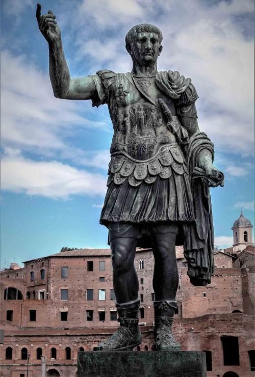 Statue of Emperor Trajan (replica), Forum of Trajan in the background