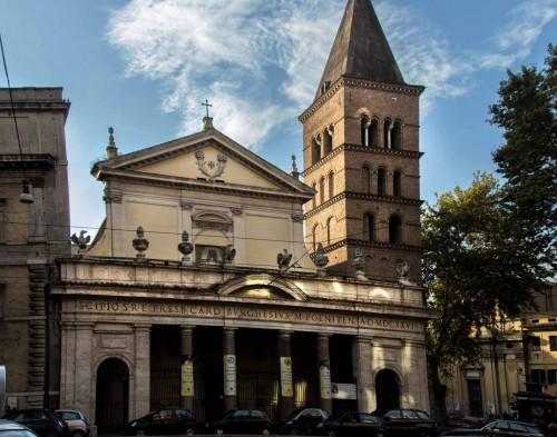 Bazylika San Crisogono, fasada z inskrypcją poświęconą kardynałowi Borghese