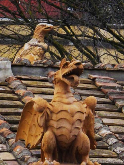 Element dekoracji parku i budynków - smok (heraldyczny stwór rodu Borghese)