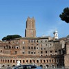 Widok z via dei Fori Imperiali na forum Trajana
