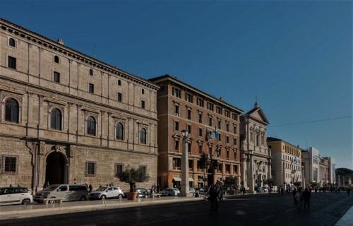 Via della Conciliazione,  Palazzo Torlonia, kościół Santa Maria in Traspontina