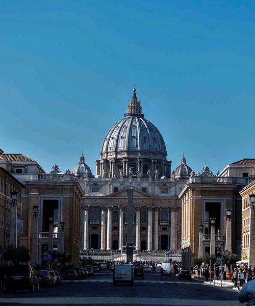 Via della Conciliazione, propylaea leading into the Piazza Pio XII
