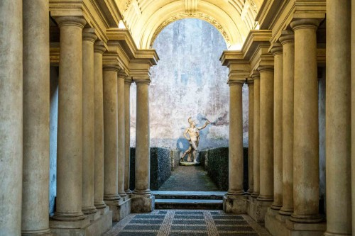 Francesco Borromini, colonnade (fragment) in Palazzo Spada