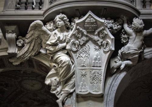 Antonio Raggi, Anioł podtrzymujący herb papieża Aleksandra VII, bazylika Santa Maria del Popolo