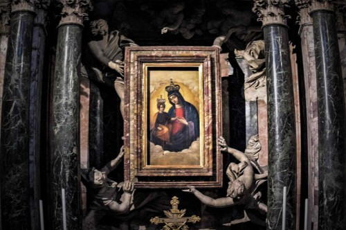 Antonio Raggi, angels supporting a painting of the Madonna in the main altar, Church of Santa Maria dei Miracoli