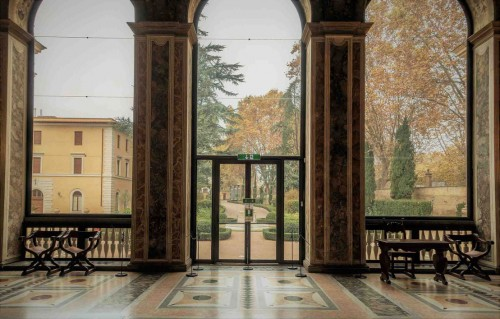 Farnesina, the original main enterance into the Loggia di Psiche