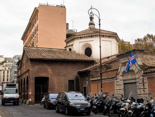 Church of Santa Prudenziana, Marian oratory seen from via Cesare Balbo