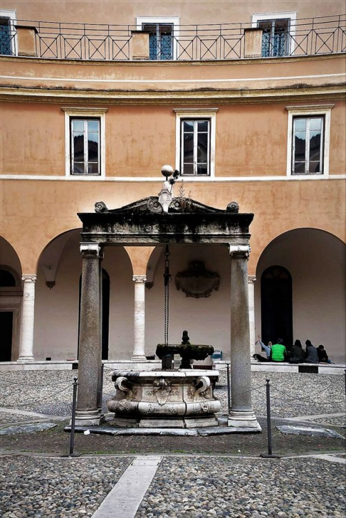 Courtyard and well of the former monastery of the Basilica of San Pietro in Vincoli