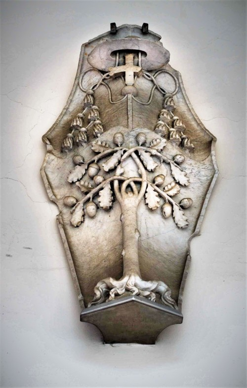 Herb kardynała Giuliana della Rovere, dziedziniec dawnego klasztoru  przy kościele San Pietro in Vincoli