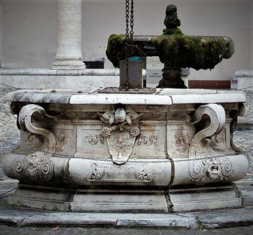 Studnia na dziedzińcu dawnego klasztoru  przy bazylice San Pietro in Vincoli