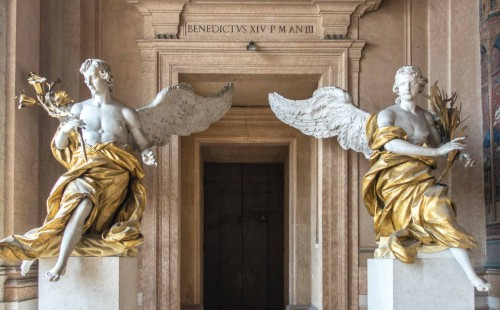 Pietro Bracci, Angels attributed to the artist in the loggia of the Basilica of Santa Maria Maggiore