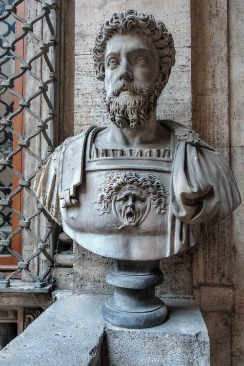 Palazzo Mattei di Giove, dekoracje rzeźbiarskie loggii