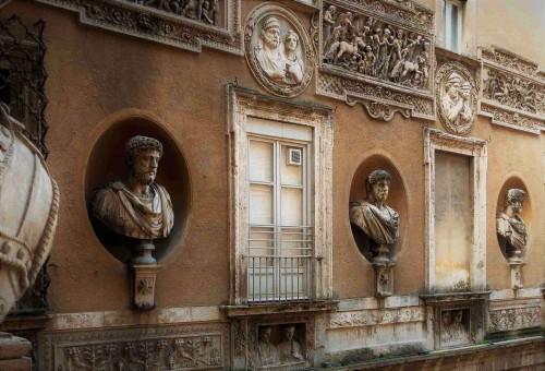 Palazzo Mattei di Giove, jedna ze ścian dziedzińca