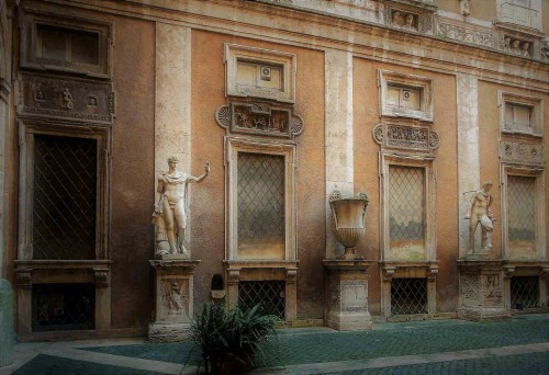 Palazzo Mattei di Giove, widok jednej ze ścian dziedzińca