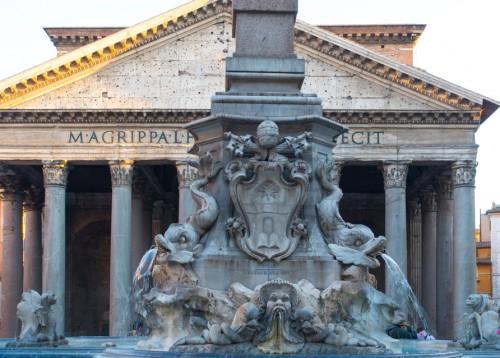 Fontana della Rotonda na tle Panteonu