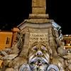 Fontana della Rotonda z napisem upamiętniającym fundację papieża Klemensa XI