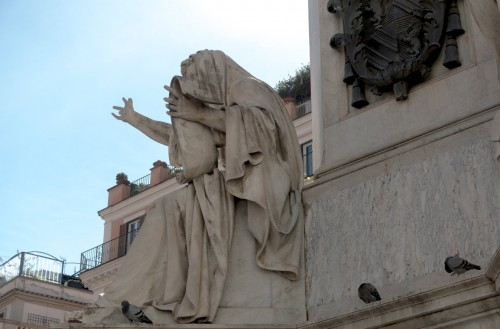 Column of the Immaculate Conception, statue of Ezekiel and the coat of arms of Pius IX – initiator of the statue
