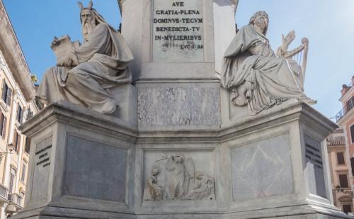 Kolumna Niepokalanego Poczęcia, posągi Mojżesza (Ignazio Jacometti) i Dawida (Adamo Tadolini)