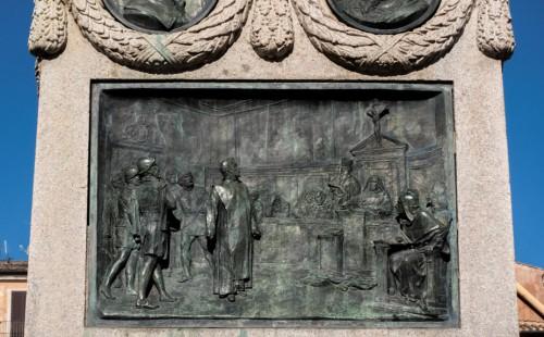 Giordano Bruno przed przed Świętym Oficjum, pomnik Giordana Bruna na Campo de'Fiori