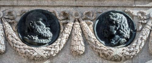 Pomnik Giordana Bruna, medaliony z wizerunkiem P. Ramusa i L. Vaniniego