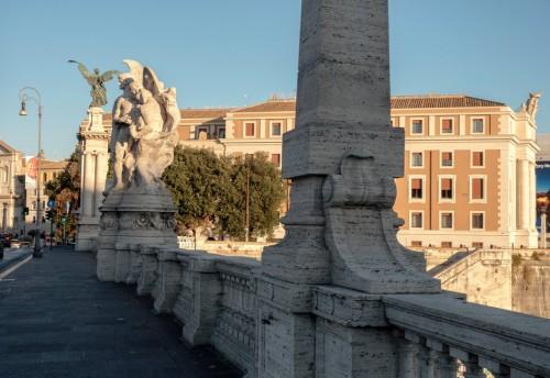 Ponte Vittorio Emanuele II - jedna z alegorycznych grup zdobiących most