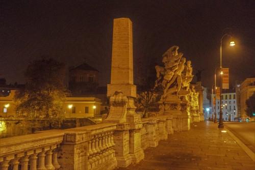 Ponte Vittorio Emanuele II at night