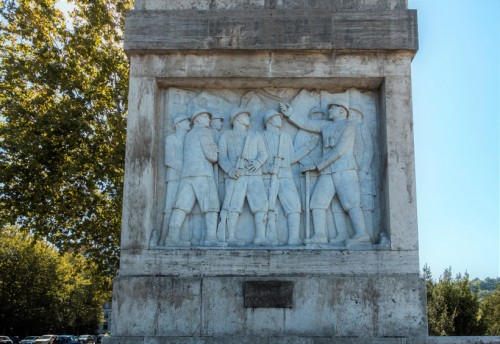 Ponte Duca d'Aosta, one of the scenes depicting General Filiberto d'Aosta among his soldiers