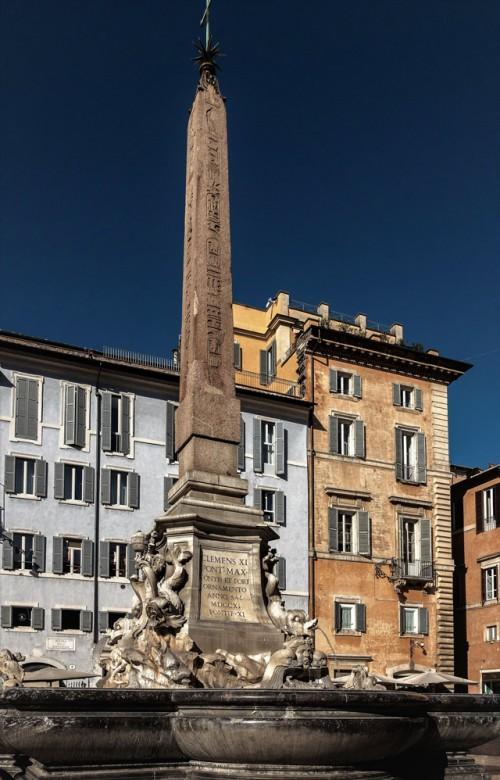 Piazza della Rotonda, obelisk Macuteo