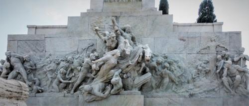 Pomnik Giuseppe Mazziniego, Ettore Ferrari, Wir rewolucji i scalenie szczątków męczenników walki o niepodległość