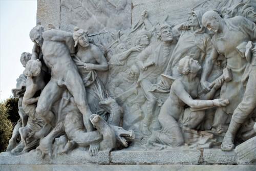 Pomnik Giuseppe Mazziniego, Ettore Ferrari, Wyzwolenie uciskanych przez tyranię