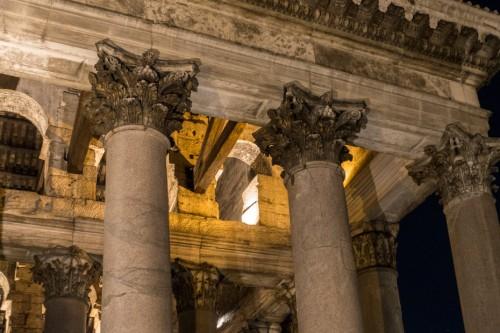 Panteon, korynckie kapitele przedsionka