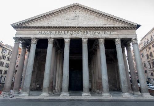 Panteon, portyk z tympanonem i napisem upamiętniającym fundację Marka Agrypy