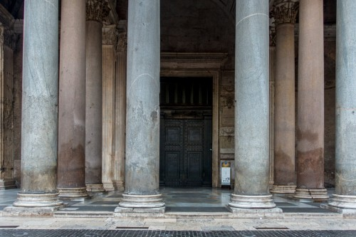 Pantheon, enterance into the temple