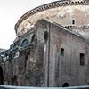 Panteon i pozostałości bazyliki Neptuna