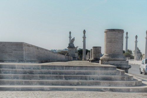 Ponte Flaminio, monumentalne trotuary mostu