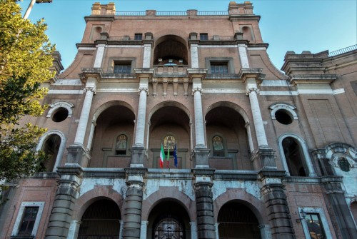 Armando Brasini, Buon Pastore, fasada głównej budowli kompleksu