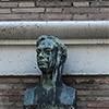 Villa Brasini, Armando Brasini, popiersie architekta w nadprożu wejścia głównego