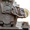Obelisk Minerveo, gwiazda i sześć gór - symbole z herbu papieża Aleksandra VII