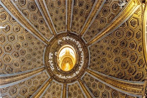 Sant'Andrea al Quirinale, czasza kopuły z latarnią i gołębicą u szczytu