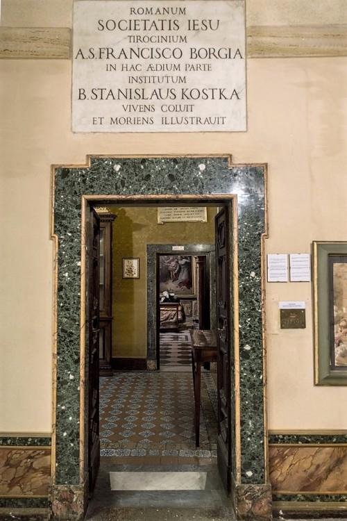 Sant'Andrea al Quirinale, wejście do pomieszczeń związanych ze św. Stanisławem Kostką