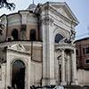 Sant'Andrea al Quirinale, widok boczny kościoła z wejściem do dawnych zabudowań klasztornych