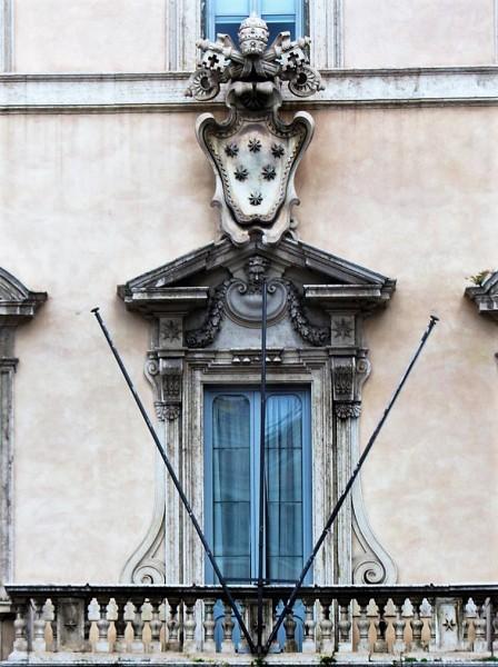 Herb rodu Altieri (sześć gwiazd), piano nobile Palazzo Altieri
