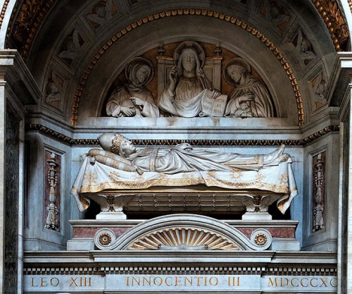 Główna część nagrobka papieża Innocentego III, bazylika San Giovanni in Laterano