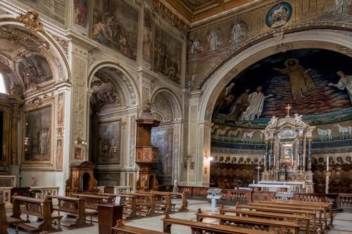 Santi Cosma e Damiano, barokowe wnętrze kościoła