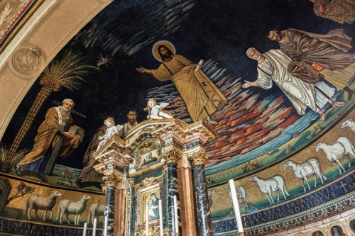 Santi Cosma e Damiano, mozaika z rzędem owieczek u nasady absydy