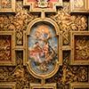 Santi Cosma e Damiano, barokowy strop  z wizerunkami Kosmy i Damiana, u dołu mozaiki z VII w.