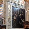 Santi Cosma e Damiano, kaplica św. Jana Ewangelisty, u góry płyta nagrobna malarza Giovanniego Baglione
